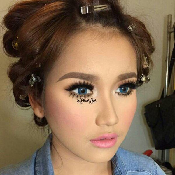 Ayu Ting Ting using eos rainshower blue